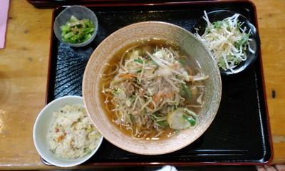グルメエッセンスの肉野菜ラーメン 580円