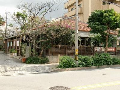 琉球新麺 通堂(とんどう)儀保駅前店の店舗外観